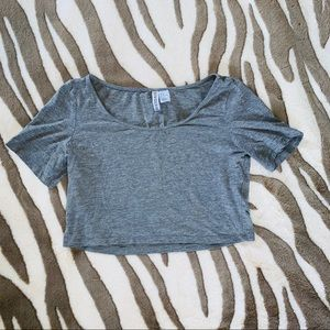 4/$20! 💥 H&M DIVIDED BASIC GRAY CROP
